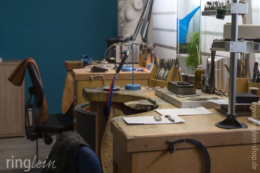 Werkplätze im Atelier