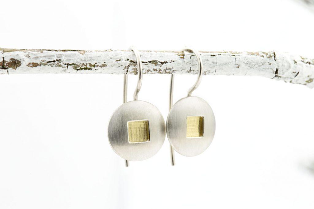 kurze Ohrhänger Silber und Gold