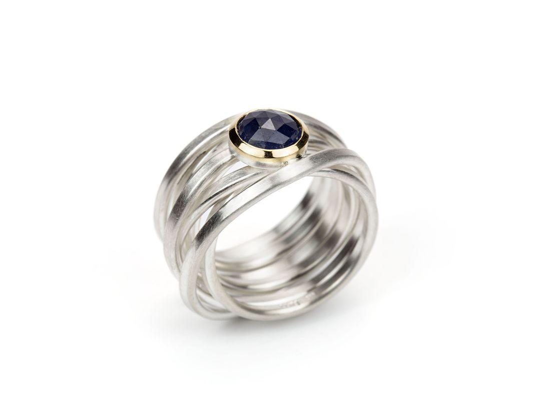 sehr breiter Wickelring aus SIlber mit blauem Saphir in Gold