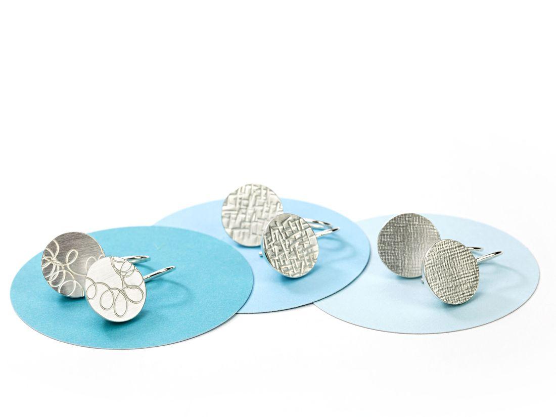 kurze Ohrhänger Silber mit verschiedenen Texturen