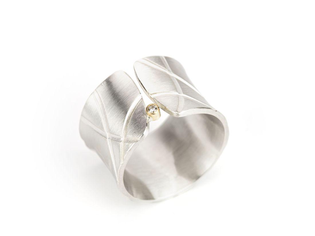 breiter offener Ring Silber Linien