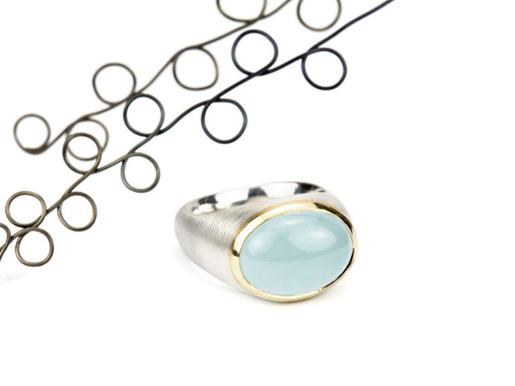 Ring mit Aquamarincabochon