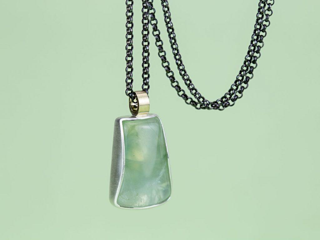 Silberanhänger mit Prehnit