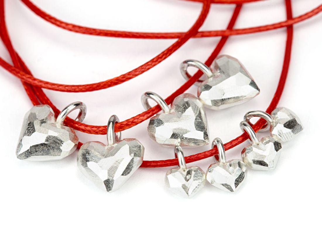 viele kleine Silberherzen